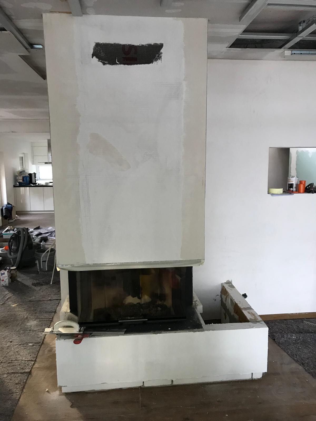 Danach erfolgte der Finish-Putz mit einem speziellen Ofenputz von SILATERM.