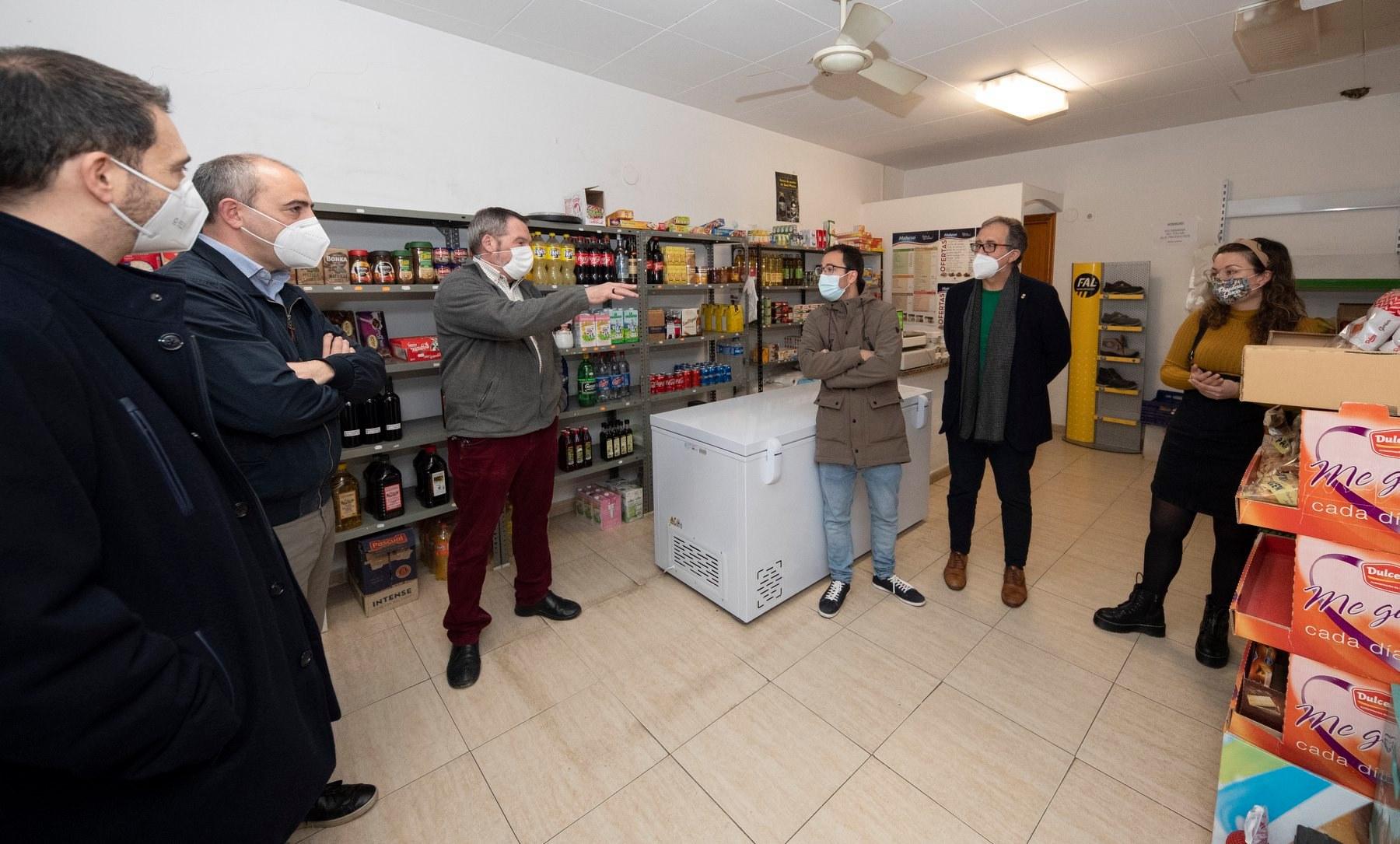 Creación tienda multiservicios en Villores