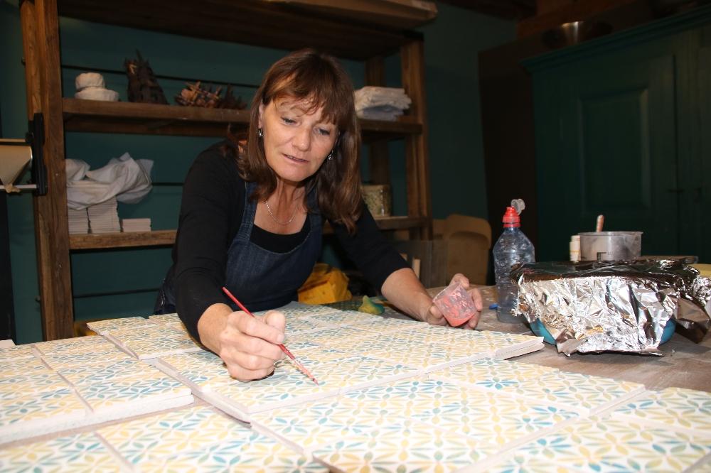 Sabine Gürber Keramikerin für Plättli und Ofenkacheln
