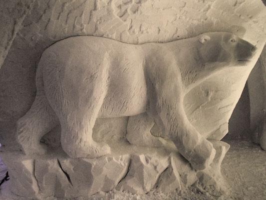 Ours blanc - Sculpture sur neige - Village Igloo les Arcs - Manon Cherpe