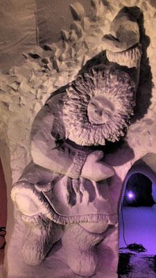 Inuit qui danse- Sculpture sur neige - Village Igloo les Arcs - Manon Cherpe