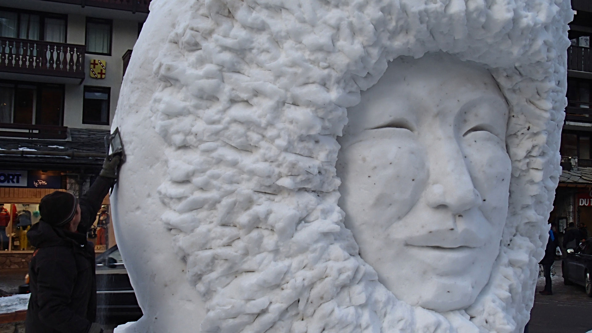 Inuit - Sculpture sur Neige - Val d'Isère - Manon Cherpe