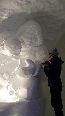 Scène de pêche Inuit - Sculpture sur neige - Village Igloo les Arcs - Manon Cherpe
