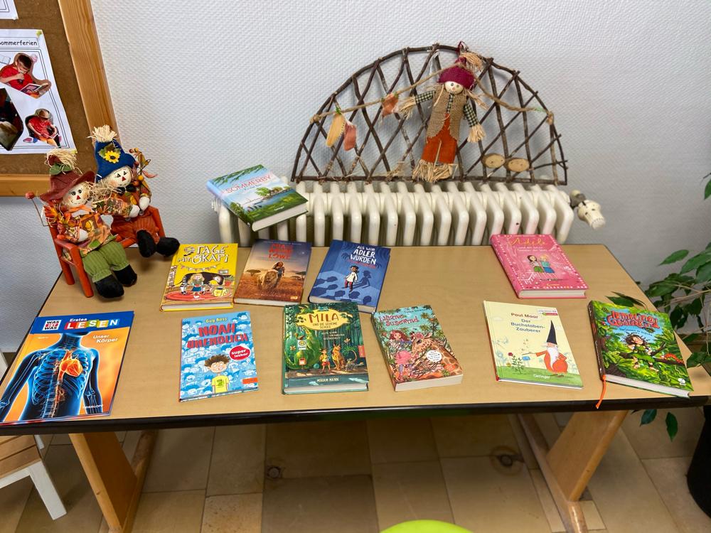 Büchertisch zum Thema