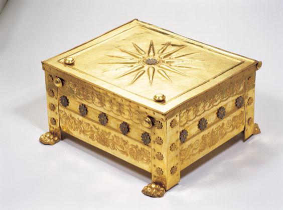 Le larnax (urne funéraire) en or contenant ses ossements