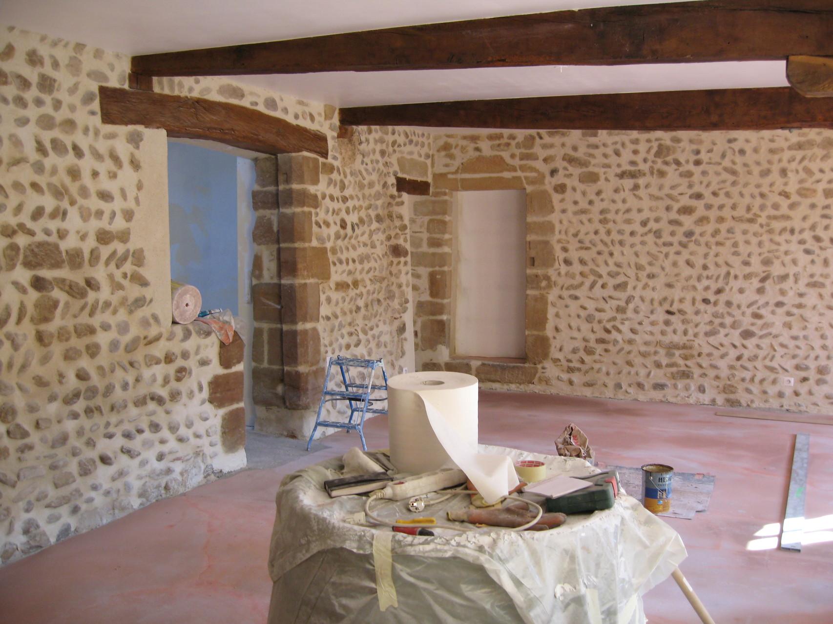 Jointage d'un mur en pierre interieur
