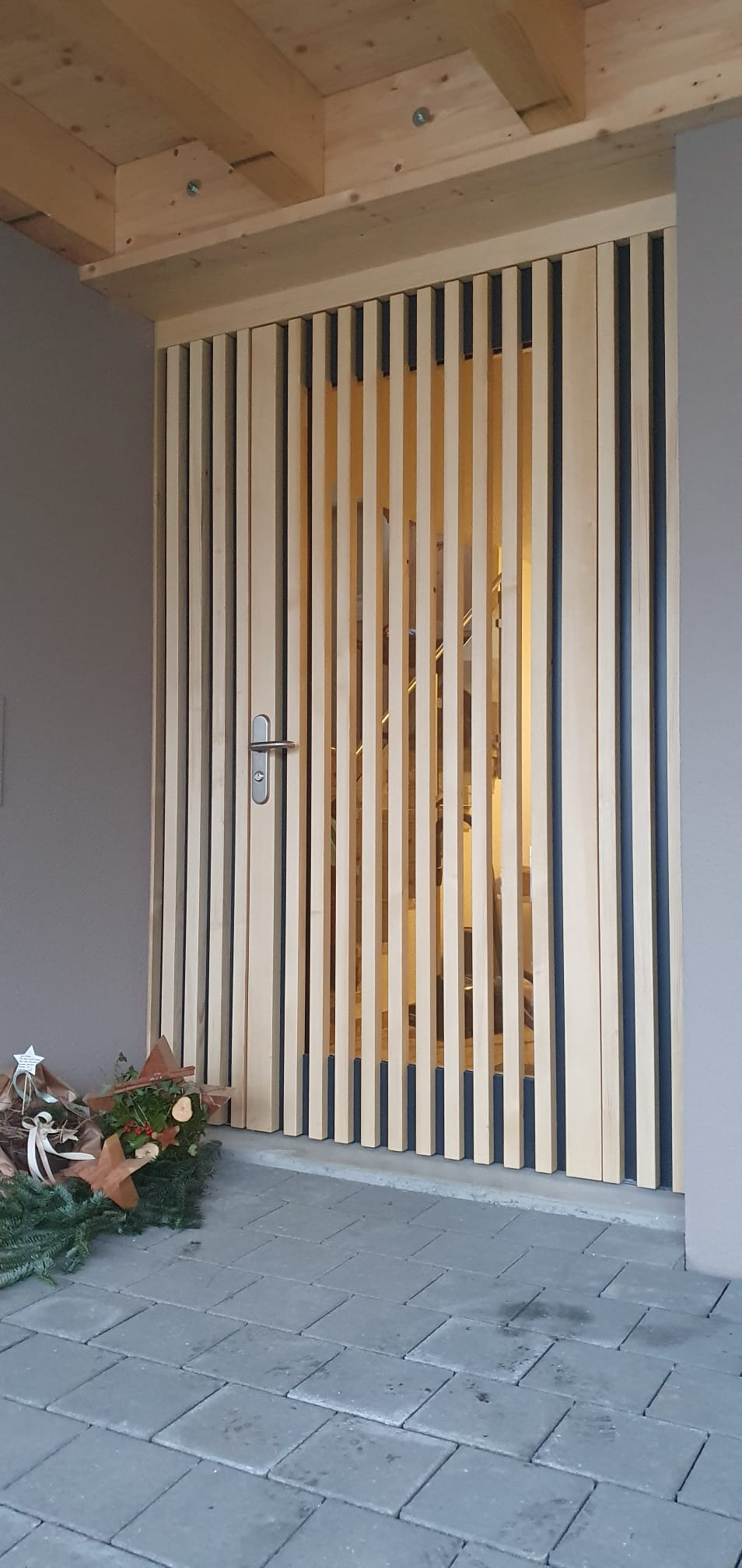 Hauseingangstüre mit viel Lichtdurchlass