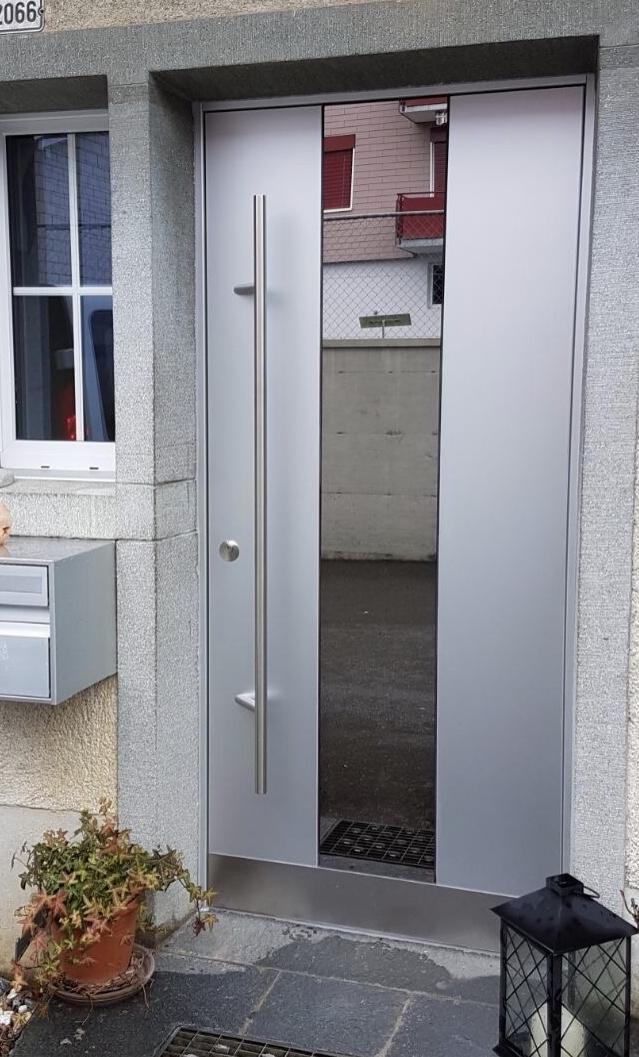 Holz-ALU-Türe mit Glasausschnitt