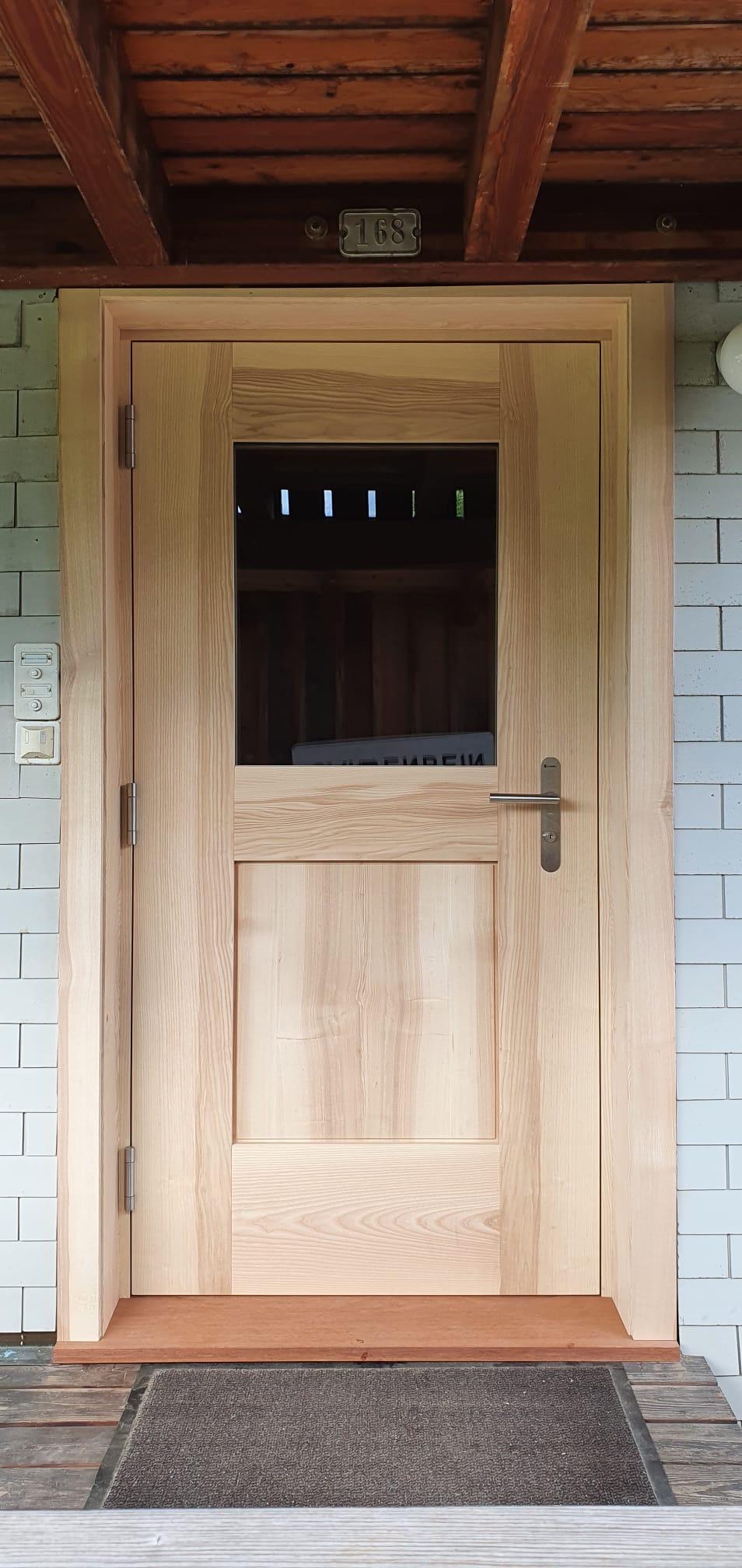 Eingangstüre nach aussen öffnend