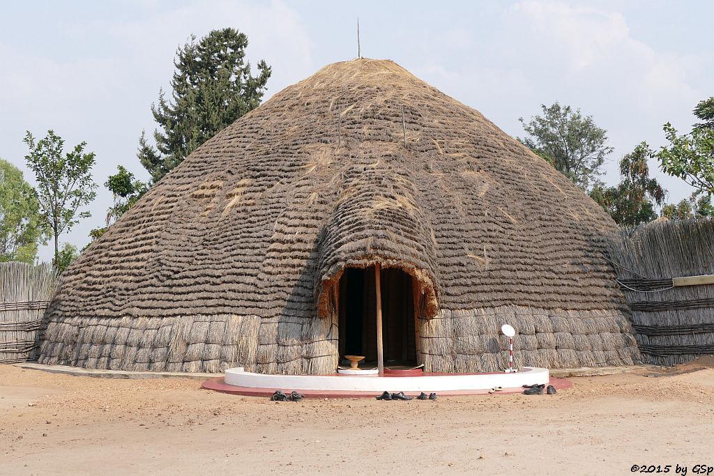 Nachbau des antiker Königspalasts in Nyanza