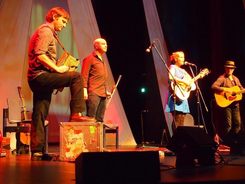 HEIDI TALBOT & Band, Dezember 2013, Foto von Markus Scheidtweiler