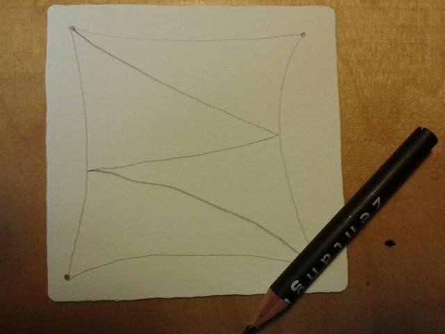 """Mit Bleistiftlinien die Fläche unterteilen (=String oder Faden) hier in """"Z-Form"""", in jede dadurch entstehende Fläche ein Muster zeichnen"""
