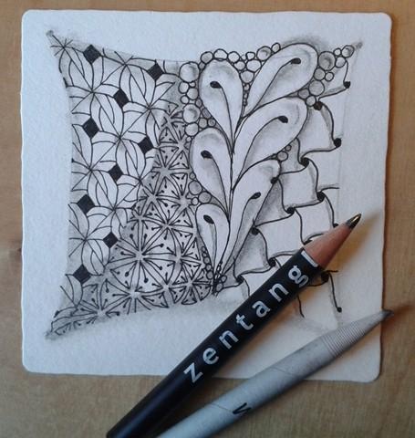 Mit Bleistift schattieren und mit Papierwischer den Schatten verwischen