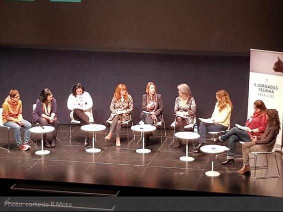 jornadas-felinas-andaluzas-mesa-redonda-representantes-8-provincias-moderacion-agnes-dufau