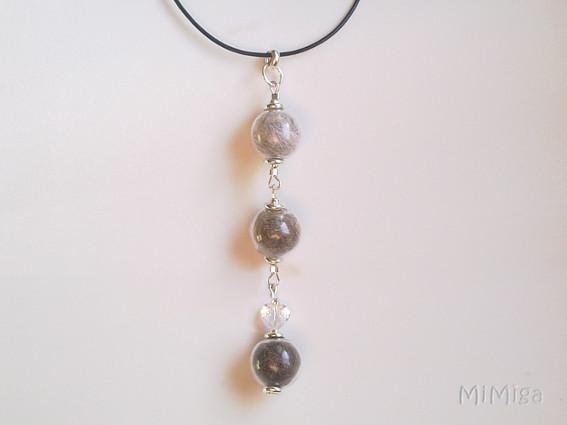 joya-artistica-con-pelo-animal-mi-miga-collar-cuero-plata-ley-perlas-cristal-corazon-swarovski-gatos-pirata-misha-paris