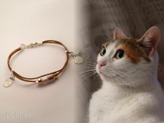 mi-miga-joya-artistica-recuerdo-pulsera-cuero-plata-ley-goldfilled-chapitas-nombre-tubo-cristal-pelo-animal-gato-zarpa