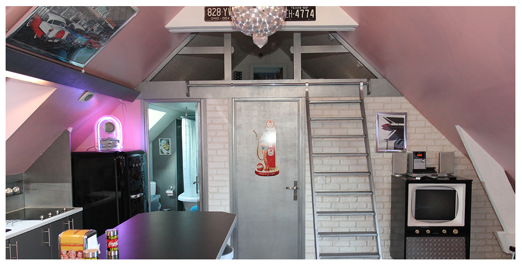 Accès aux chambres et salle de bain du gite 50's Happy Days