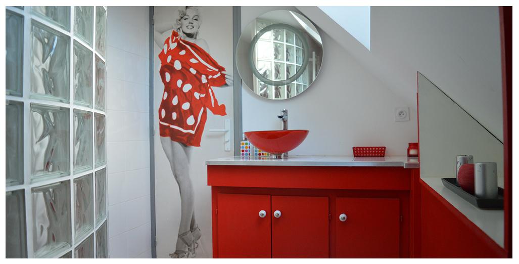 Salle de bain lumineux du gite 70's Vintage en Normandie