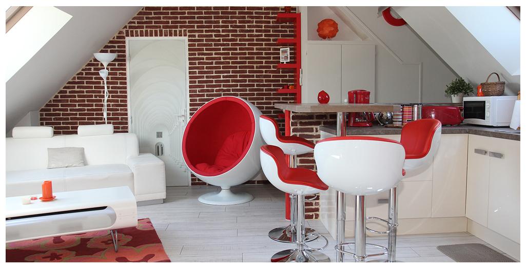 Vue salon et cuisine du gite 70's Vintage en Normandie
