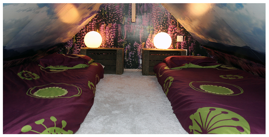 Chambre avec 2 lits de 90 cm du gite 70's Vintage en Normandie