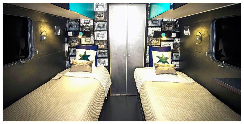 Chambre avec 2 lits de 90 cm du gite en caravane Airstream en Normandie