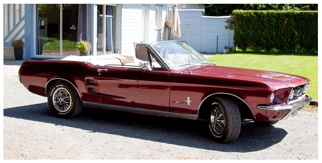 Location Ford Mustang modèle convertible 1967 vue profil, pour une promenade-baptême en Normandie