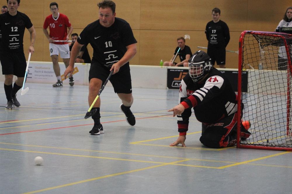 Keller und Stelmaszczyk halten den Kasten sauber (Foto: U. Schröder)