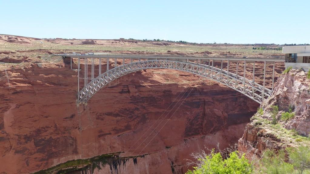 Le pont routier juste à côté du barrage