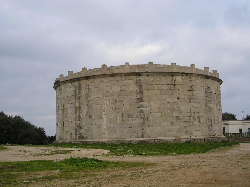 Mausoleo Lucio Munazio Planco