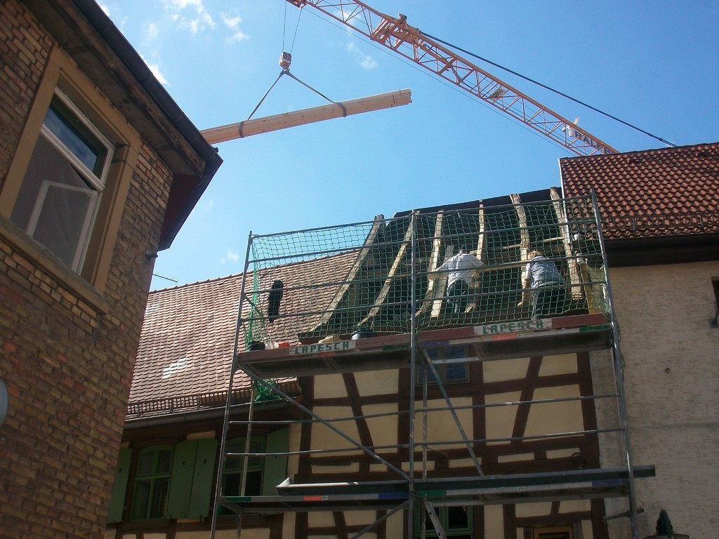 Anfang September muss das Dach z.T: noch neu gedeckt werden.