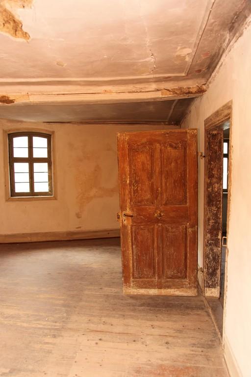 Sämtliche barocken Originaltüren sind noch vorhanden und auch schon abgebeizt.