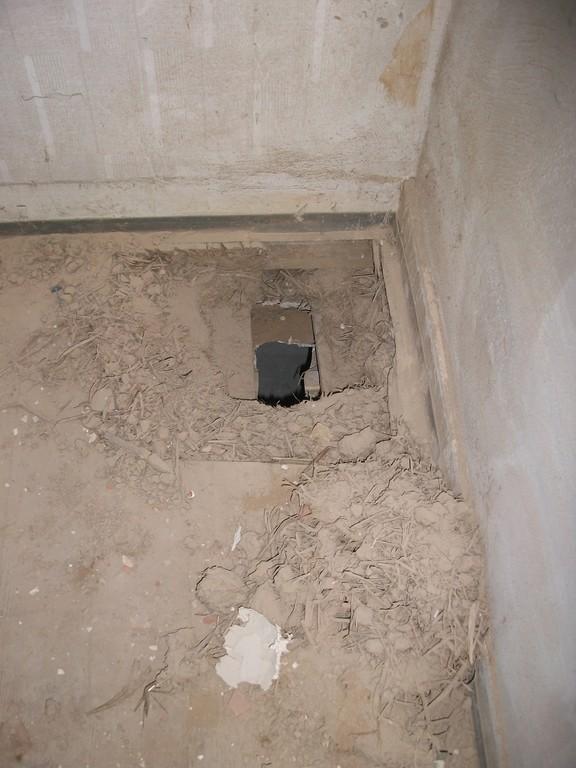 Für Zu-/Abwasser und Verkabelung müssen Raum für Raum Löcher gebohrt werden.