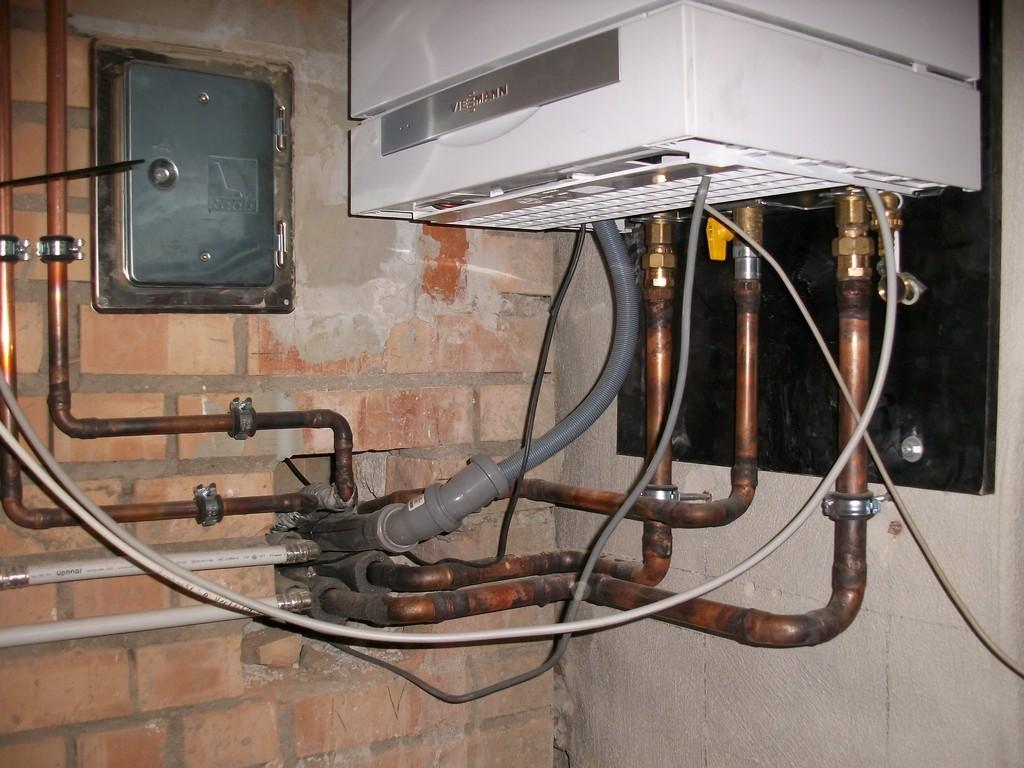 Die Haustechnik ist komplett installiert und hat ihre Zentrale im historischen Keller.
