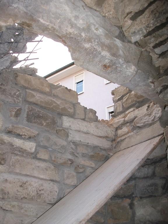 Beim Abriss der Altane tut sich eine weitere ungeahnte Türöffnung auf...