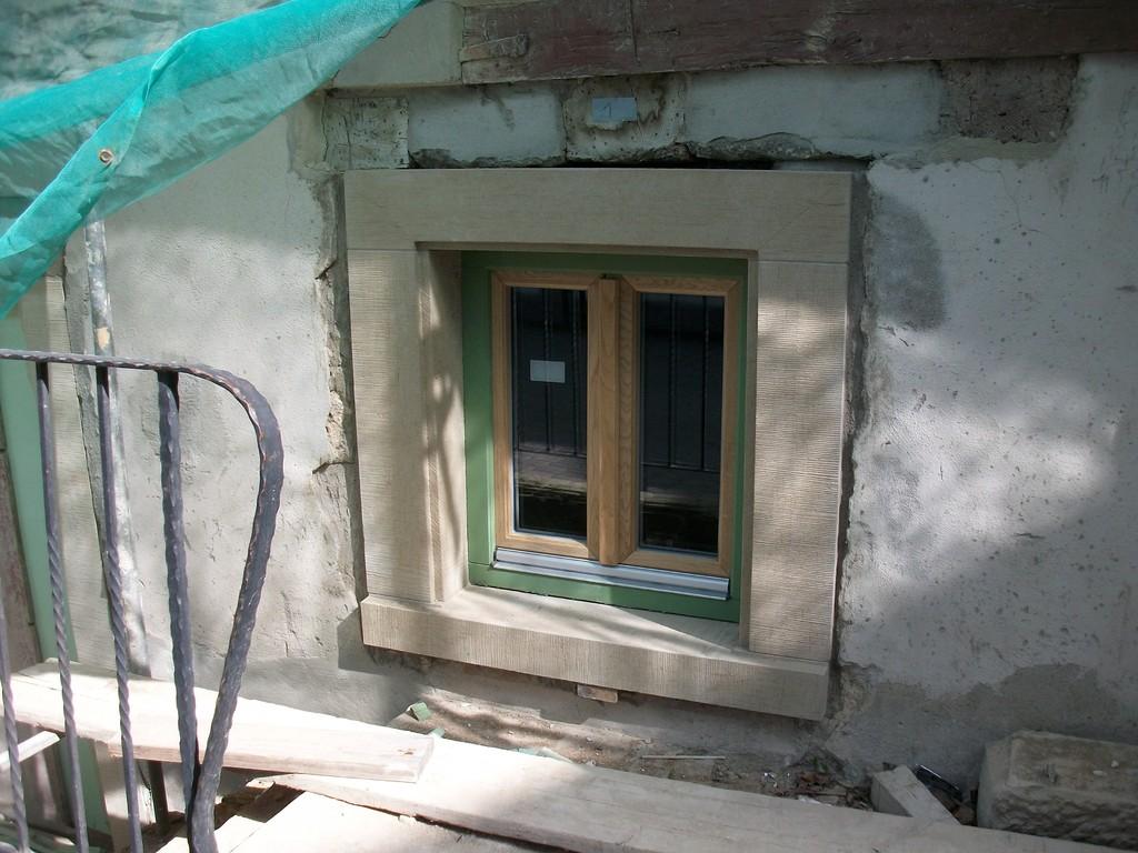 Nach 4-monatiger Lieferzeit sind die Fenster zum Gerberkeller eingebaut und neu umrahmt.
