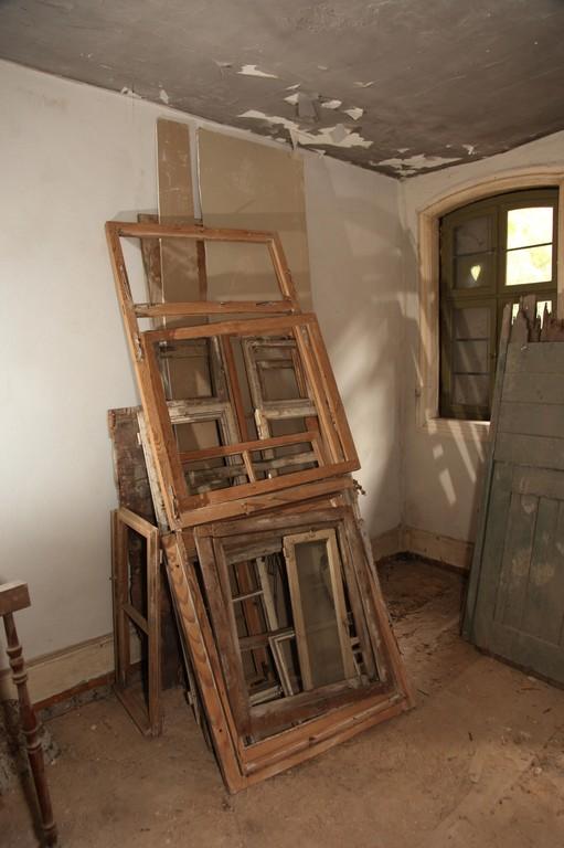 Offensichtlich wurden bereits in früheren Jahren die Fenster und Klappläden z.T. ausgetauscht.