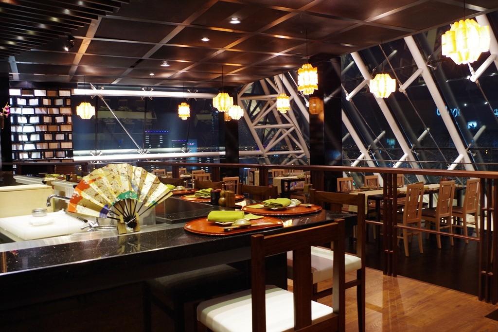 TOMO Sushi area
