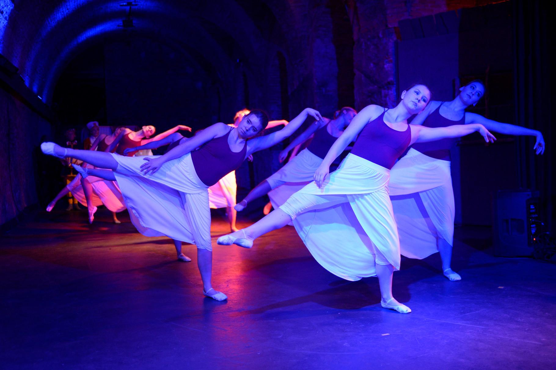 Tanzensemble der LMS Enns (Leitung: Martina Holzweber-van Tjin)