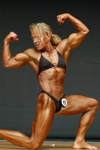 Tina in Bodybuildingpose