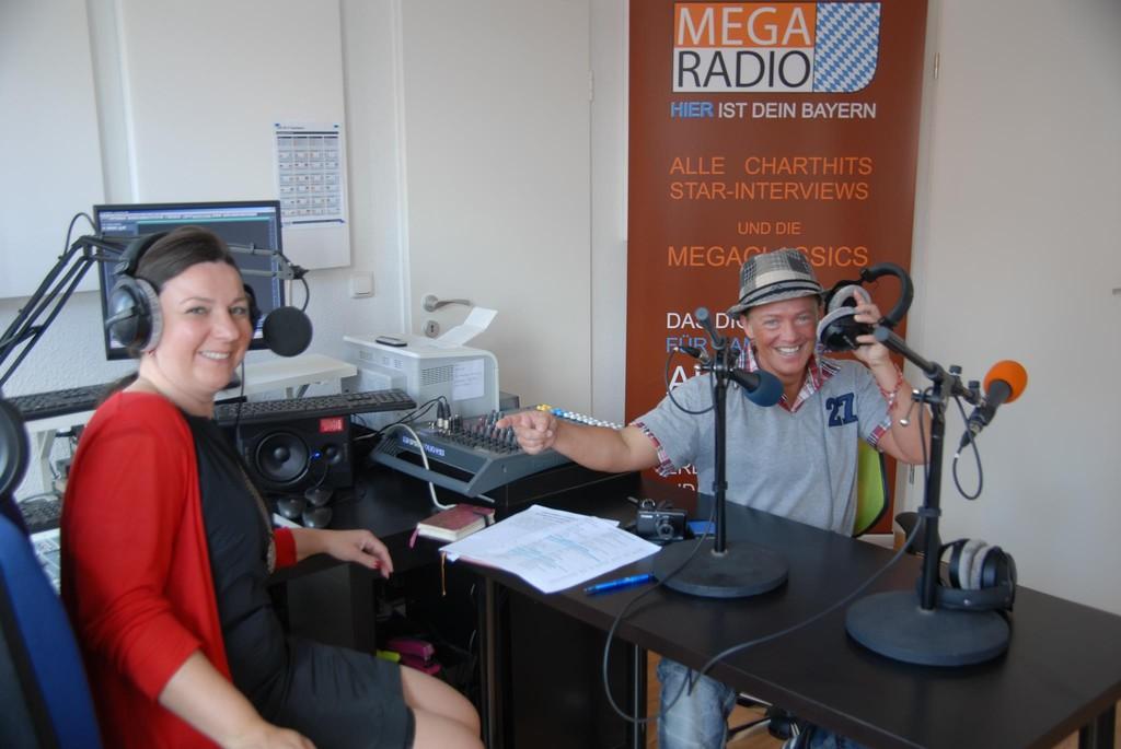 Tina beim Interview beim Mega Radio Bayern