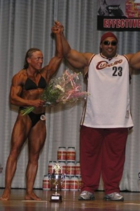 Tina mit Profi Bodybuilder Dennis James