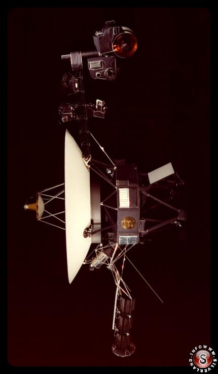 Voyager 1 ( con il disco d'oro applicato su un lato )