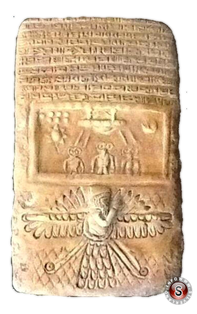 Tavola di pietra con astronave aliena