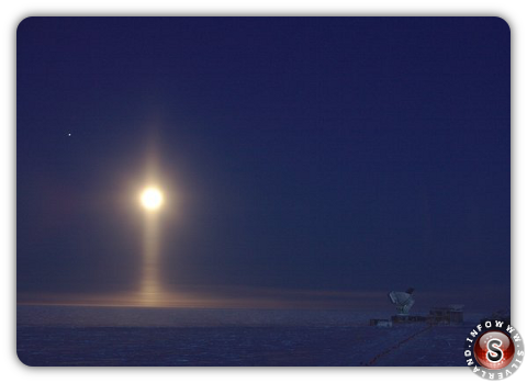Light pillars moon antarctica