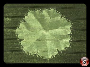 Crop circles - East Field Alton Barnes Wiltshire 1998