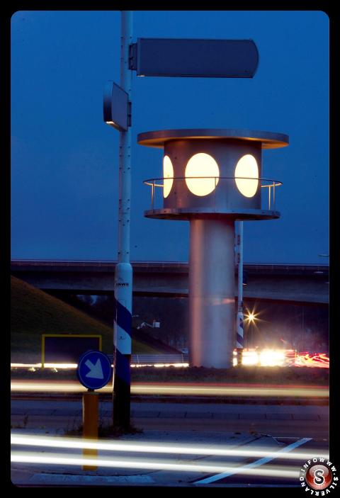 Rotatoria 2 - Torre di controllo Ufo con segnalatore di atterraggio