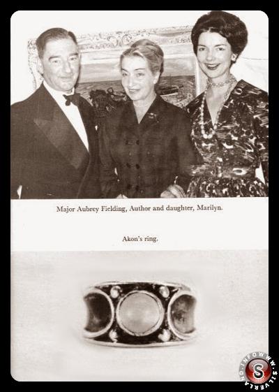 La Klarer (al centro) con il Maggiore della Royal Air Force e MJ 10 Aubrey Fielding e la figlia. Sotto, l'anello alieno di Akon