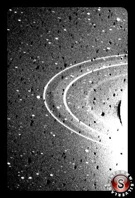 Gli anelli di Nettuno, visti dalla sonda Voyager 2 nel 1989