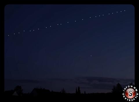 60 satelliti Starlink in orbita terrestre