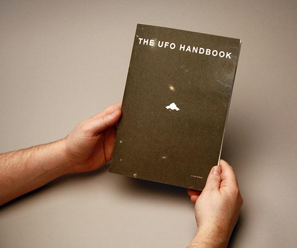 Copertina THE UFO HANDBOOK